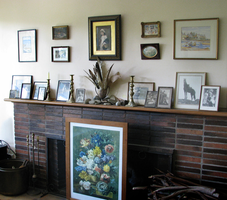 mantlepiece group of photos, arranging small paintings in a group